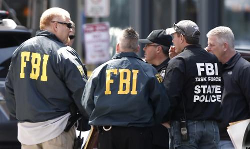 fbi 1 500x299 URGENT : Tim Cook arrêté par le FBI et incarcéré !