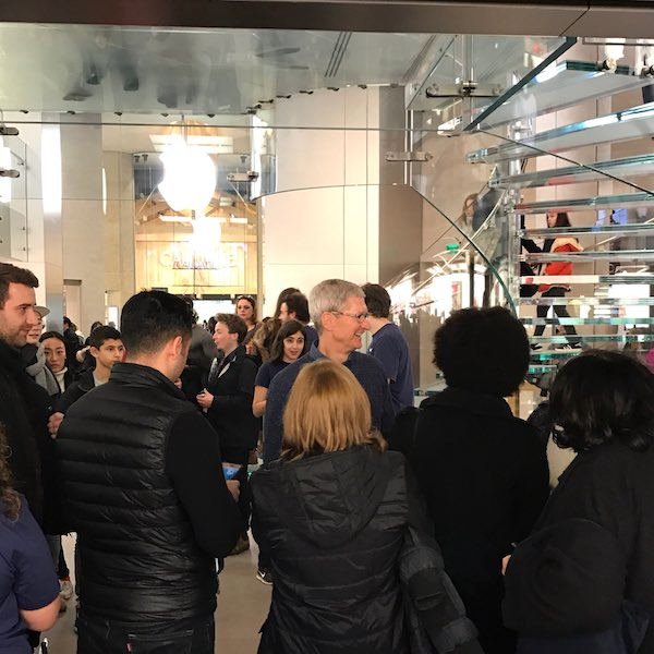 Tim Cook Apple Store Paris Tim Cook en visite surprise aux Apple Store de Marseille et de Paris