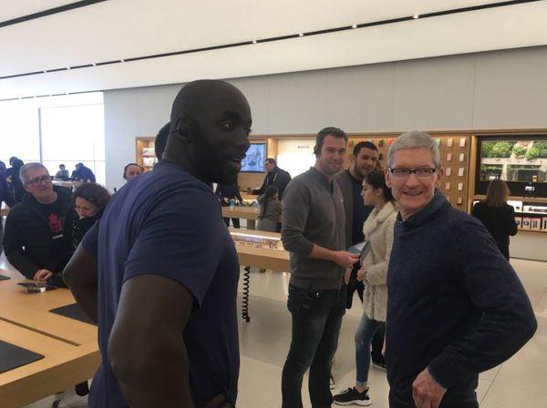 tim cook apple store marseile 4 Tim Cook en visite surprise aux Apple Store de Marseille et de Paris