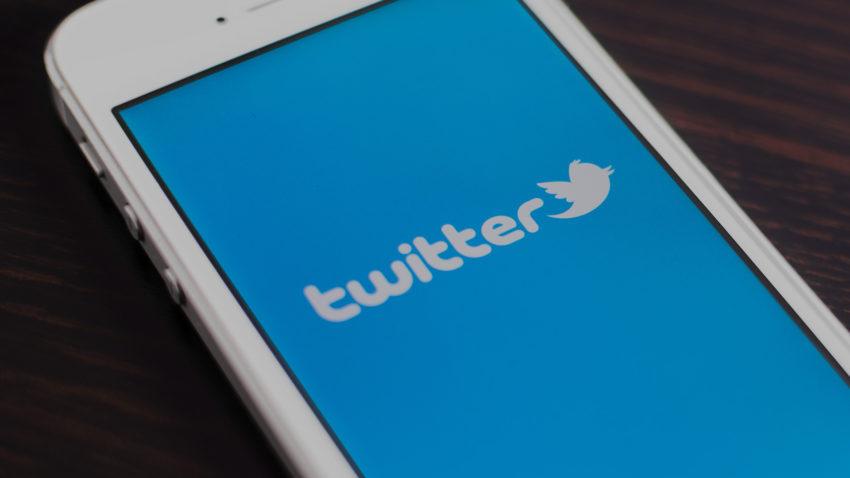 twitter mobile iphone 850x478 Twitter sur Android se met à jour pour supporter lactivation automatique du mode nuit
