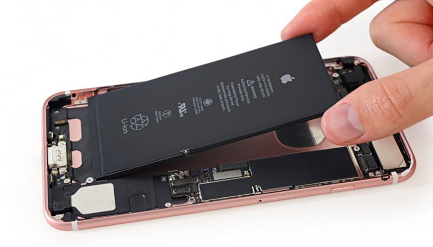 Batterie iPhone 7 Demontage 850x486 Le remplacement de la batterie des anciens iPhone risque dentraver la vente des iPhone