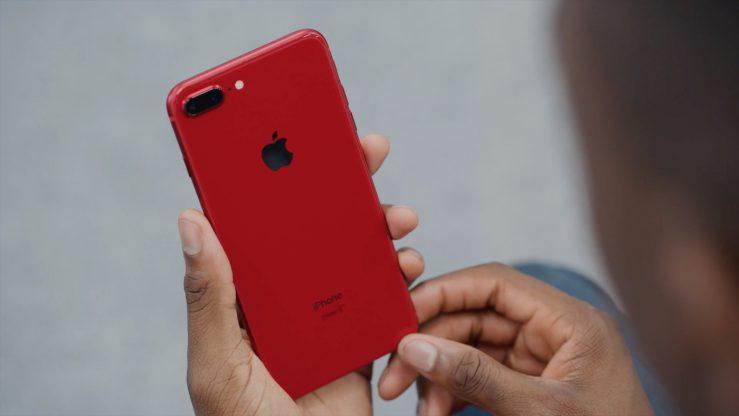 iPhone 8 Plus PRODUCT RED Arriere iPhone 8 Plus (PRODUCT)RED : un premier déballage en vidéo