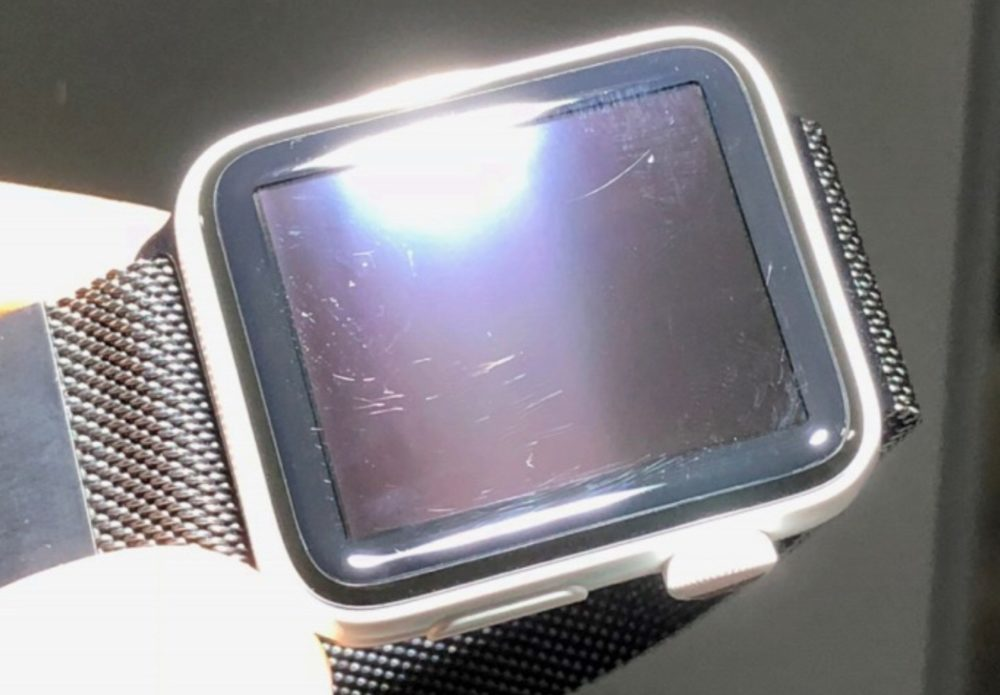 Apple Watch Ceramique Face Avant Rayures 1000x695 Apple répond à la plainte du canadien concernant des rayures sur son Apple Watch Series 3