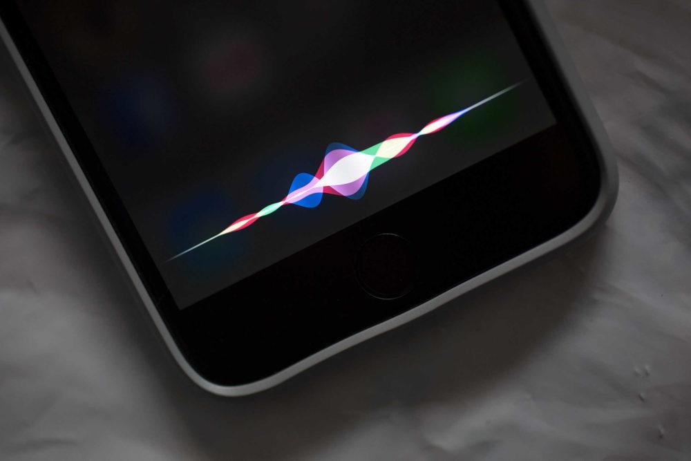 Siri iOS iPhone 1000x667 Insolite : Siri se déclenche sur l'iPhone d'un parlementaire lors d'un discours