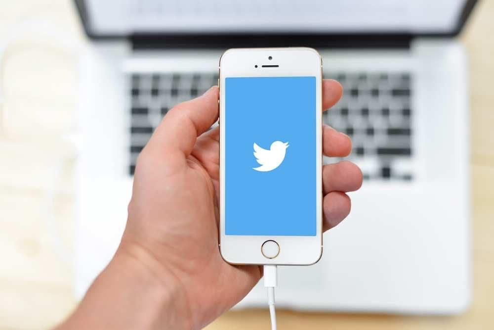 Twitter Sur iPhone 1000x667 L'application Twitter abandonne désormais le support d'iOS 9