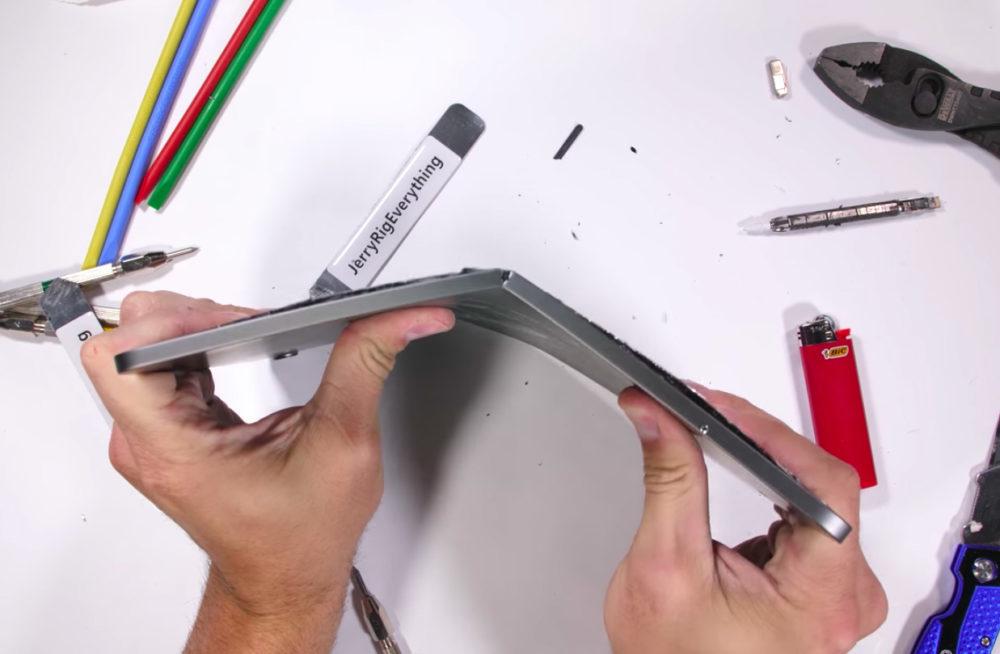 iPad Pro 2018 Test Bend 1000x654 Test de résistance de liPad Pro 2018 : il ne faut surtout pas essayer de plier la tablette