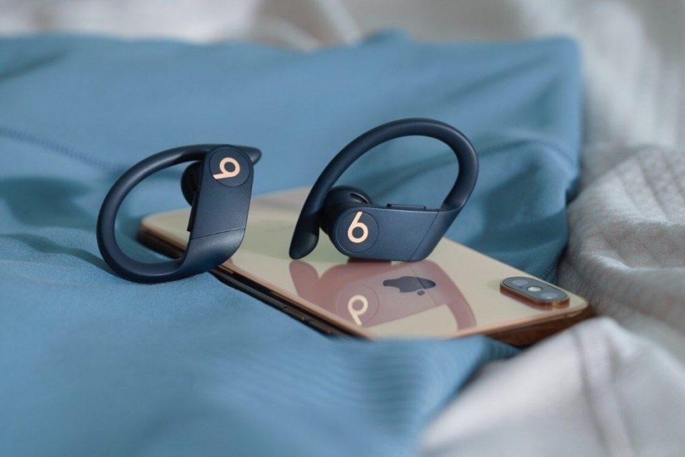 Powerbeats Pro iPhone XS 1000x667 Les Powerbeats Pro sont dévoilés : entièrement sans fil, puce H1, boîtier de recharge et plus