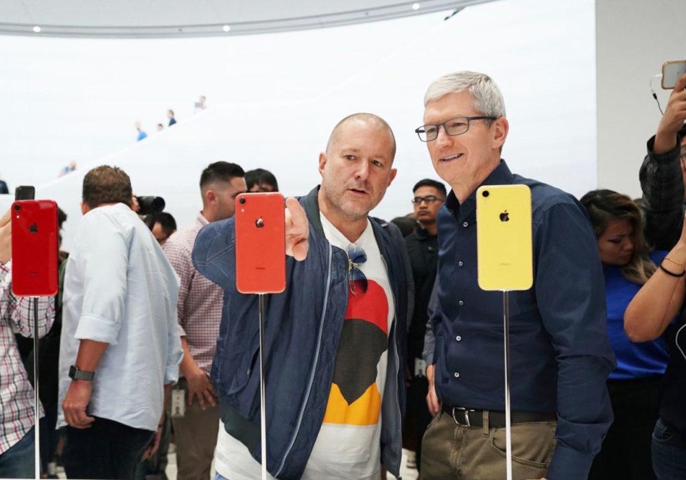 Apple keynote Tim Cook et Jony Ive iPhone XR 1000x700 Après 27 ans de service chez Apple en tant que designer, Jony Ive va quitter lentreprise
