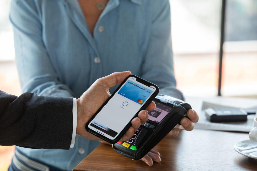 apple pay apple 1000x667 Apple Pay débarque enfin au Crédit Coopératif, toujours pas chez le Crédit Agricole