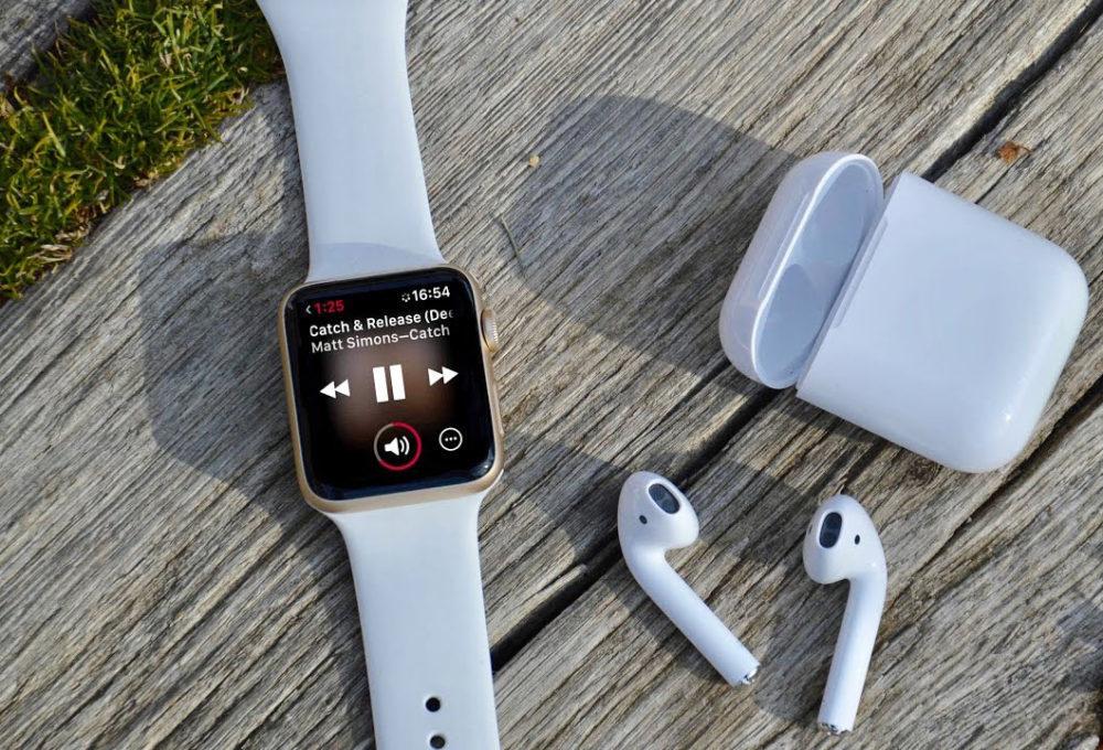 Apple Watch 4 AirPods 1000x680 LApple Watch et les AirPods dominent toujours les ventes des wearables, selon IDC