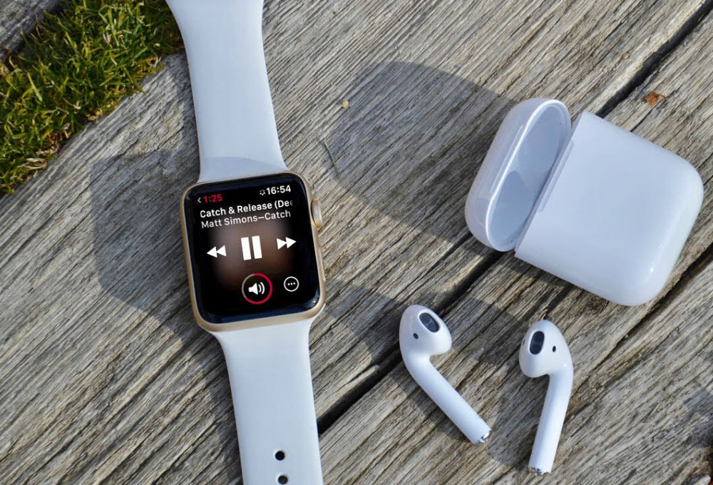 Apple Watch 4 AirPods 1000x680 LApple Watch et les AirPods dominent toujours les ventes des wearables, selon IDC