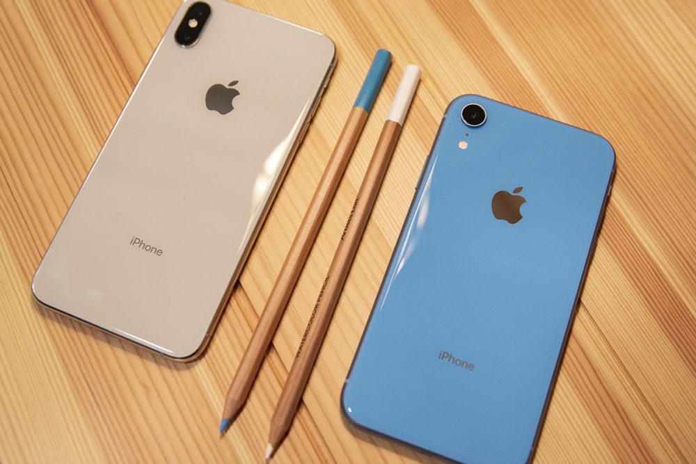 iphone xs or vs iphone xr bleu 1000x667 iPhone de 2019 : pas de mention « iPhone » à larrière, les mêmes stockages et un coloris vert ?