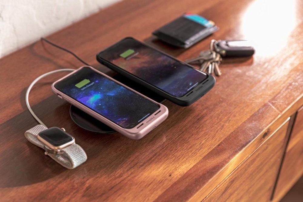 mophie 3 in 1 wireless charging pad equivalent airpower 3 1000x666 Apple met en vente un équivalent du AirPower qui recharge jusquà 3 appareils à la fois