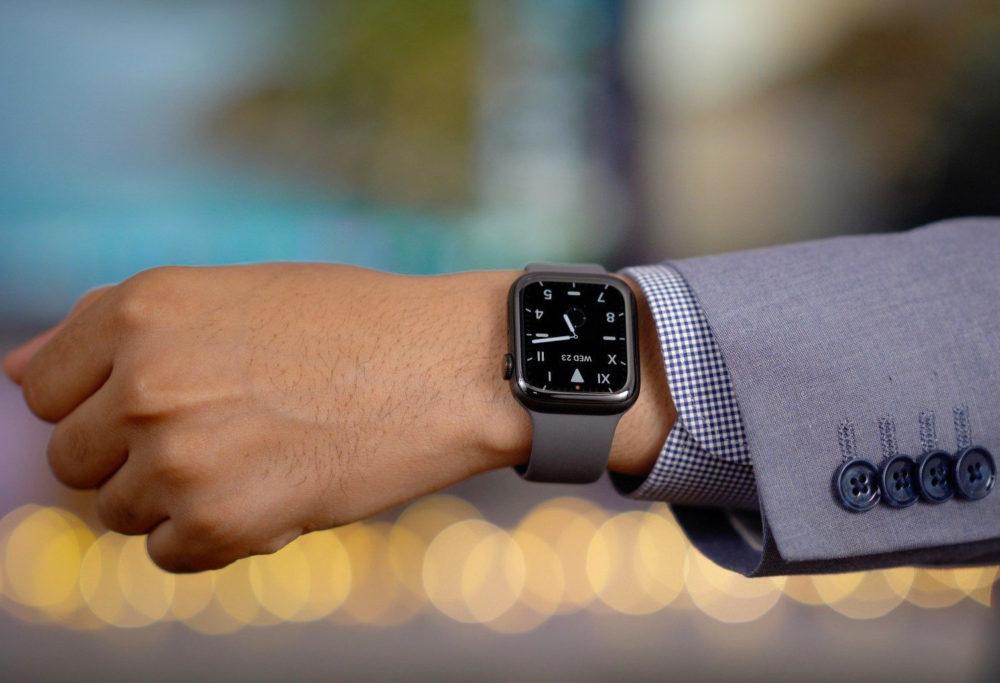Apple Watch Series 5 Titanium Space Black 1000x683 watchOS 6.2.1 est là : un correctif au bug FaceTime est proposé