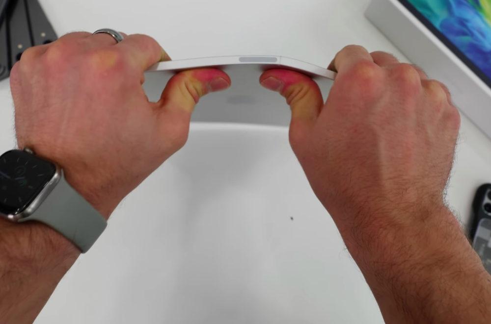 iPad Pro 2020 Bend Test Avez vous lenvie de plier votre iPad Pro 2020 ? Un conseil, nessayez surtout pas !
