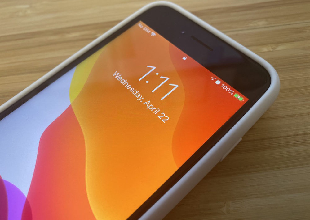 Smart Battery Case iPhone 7 sur iPhone SE 2020 iPhone SE 2020 : la Smart Battery Case de liPhone 7 peut le recharger