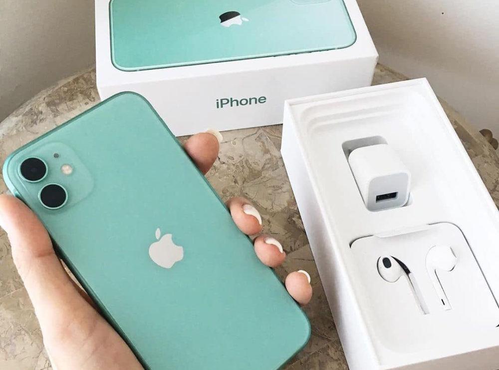 Apple iPhone 11 Boite iPhone 12 : pas découteurs ni de chargeur dans la boîte ?