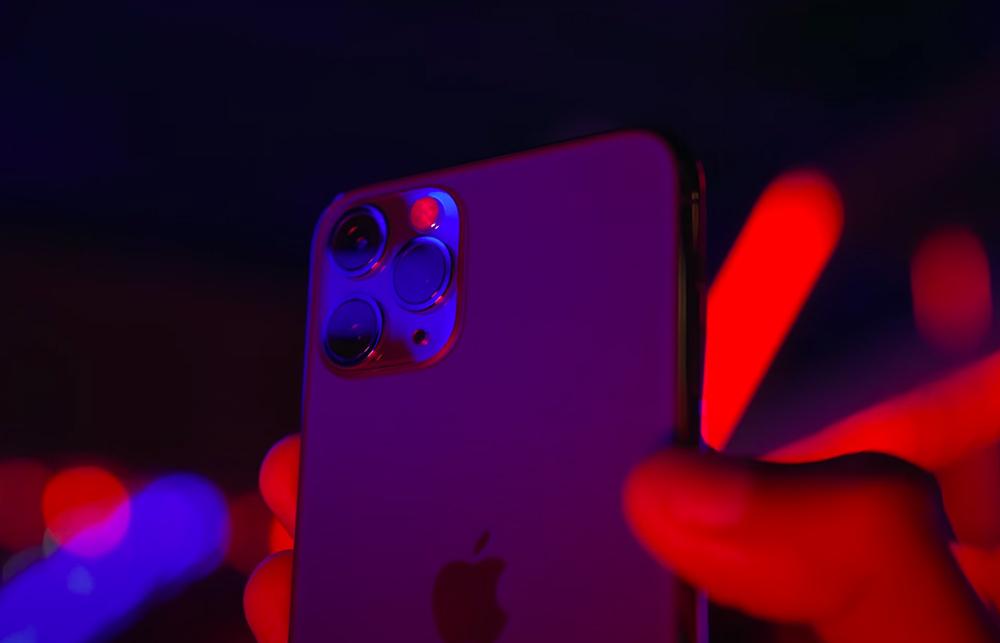 Apple iPhone 12 Pro Dos Camera iPhone 12 : pour réparer lappareil photo, il est nécessaire davoir un outil proposé par Apple