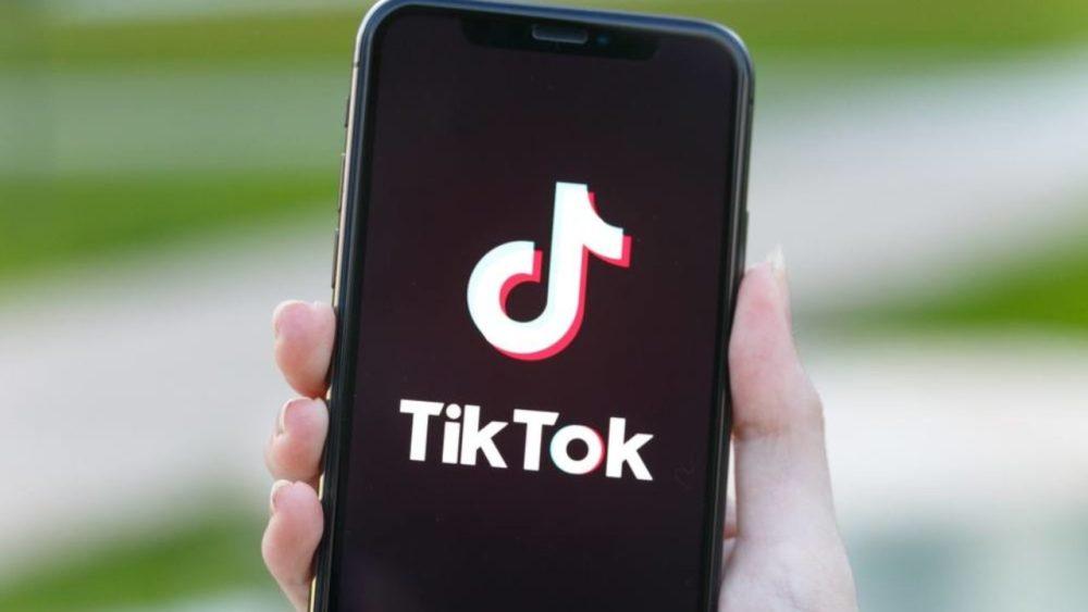 TikTok sur iPhone Apple utilise à présent son compte TikTok pour faire léloge de liPhone 12 mini