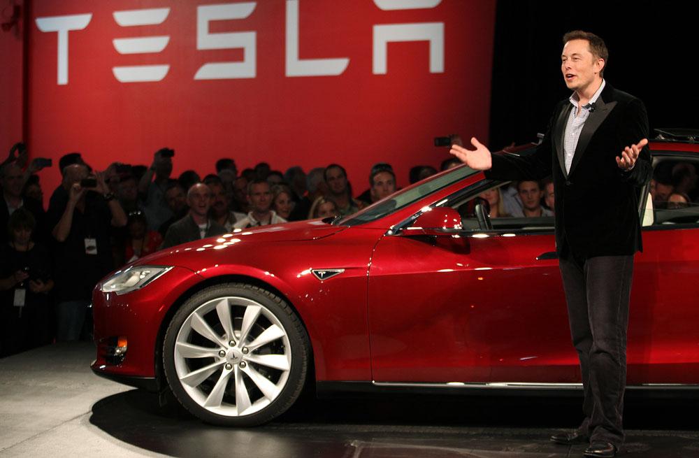 Tesla Elon Musk Elon Musk indique quil voulait vendre Tesla à Apple, mais Tim Cook a décliné linvitation