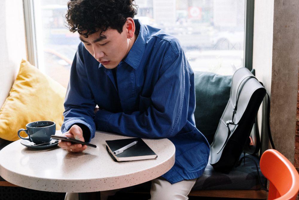 pexels cottonbro 5053737 Top 5 des meilleurs sites de casino en ligne sur mobile