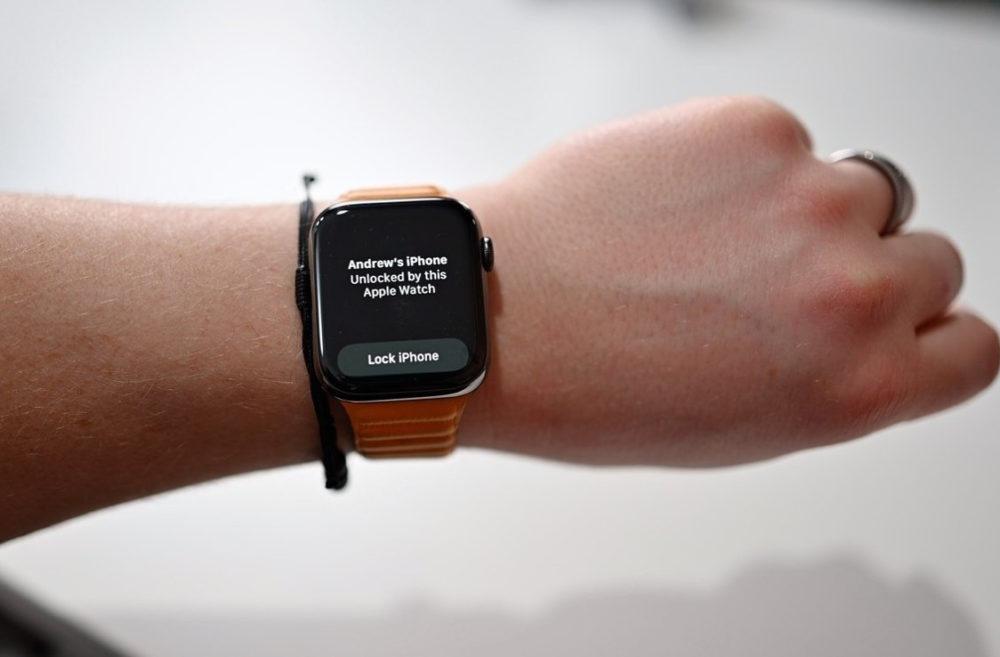 Apple Watch Deverrouillage iPhone 13 La bêta 2 diOS 15.1 corrige le bug qui empêche à lApple Watch de déverrouiller liPhone 13