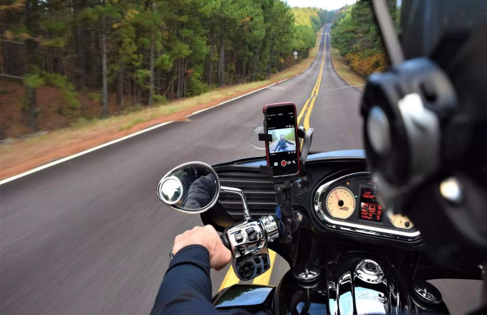 Apple iPhone et Moto Les vibrations des moteurs de motos peuvent dégrader lappareil photo de liPhone, dit Apple