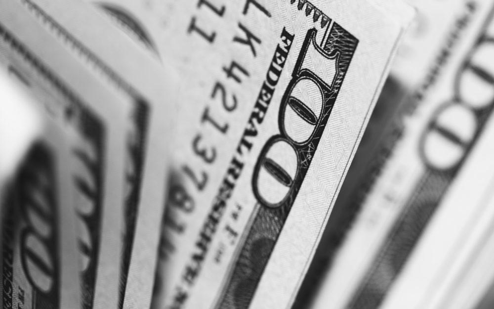 pepi stojanovski MJSFNZ8BAXw unsplash 3 astuces à savoir pour envoyer de l'argent en France